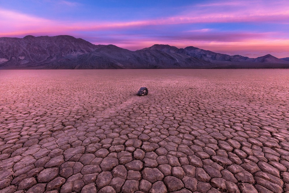 Sailing Stones at Racetrack Playa, Death Valley National Park  (Auteur : Photographie par Dan Sorensen)